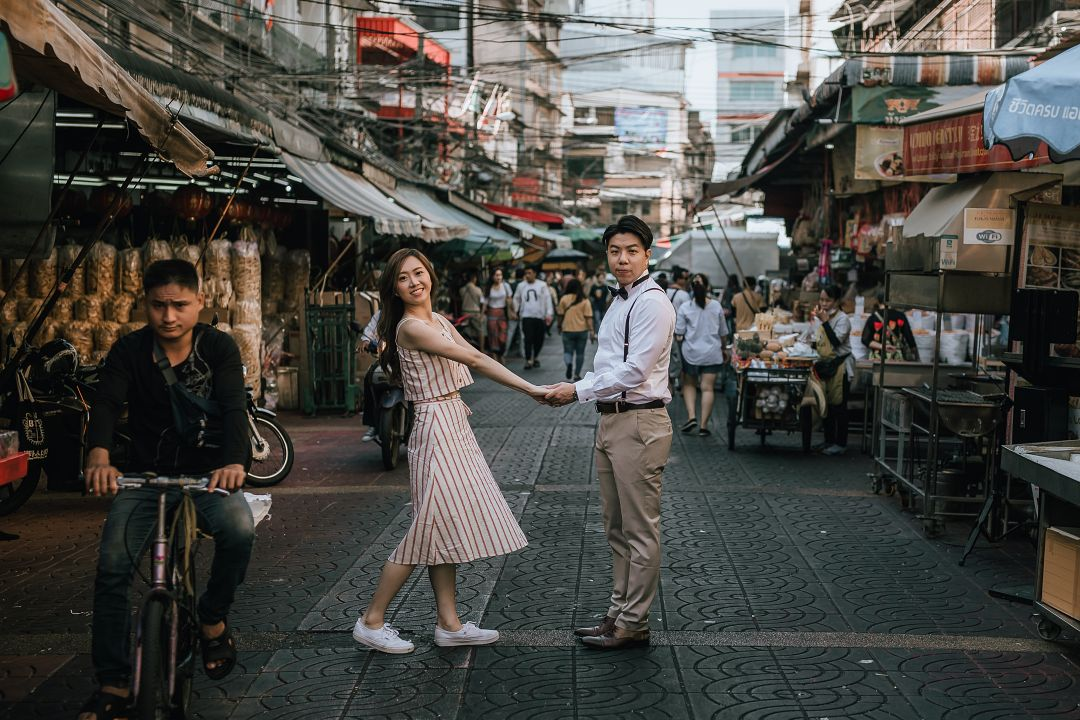 Thailand Pre-wedding Photoshoot at Bangkok Pattaya - Chinatown, train station and Pattaya beach by Por on OneThreeOneFour 2