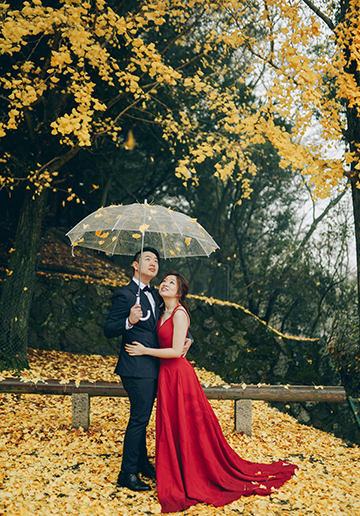 V&H: Kyoto Autumn Pre-wedding Photoshoot at Nara Park and Railway Tracks