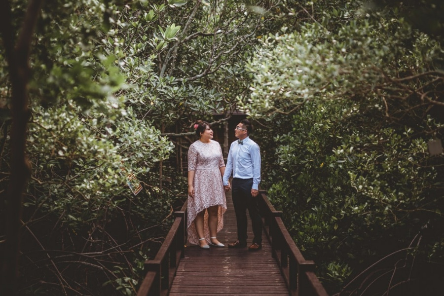 Hua Hin Pre-Wedding Photoshoot At Market, Mangrove Forest And Beach by Por  on OneThreeOneFour 5