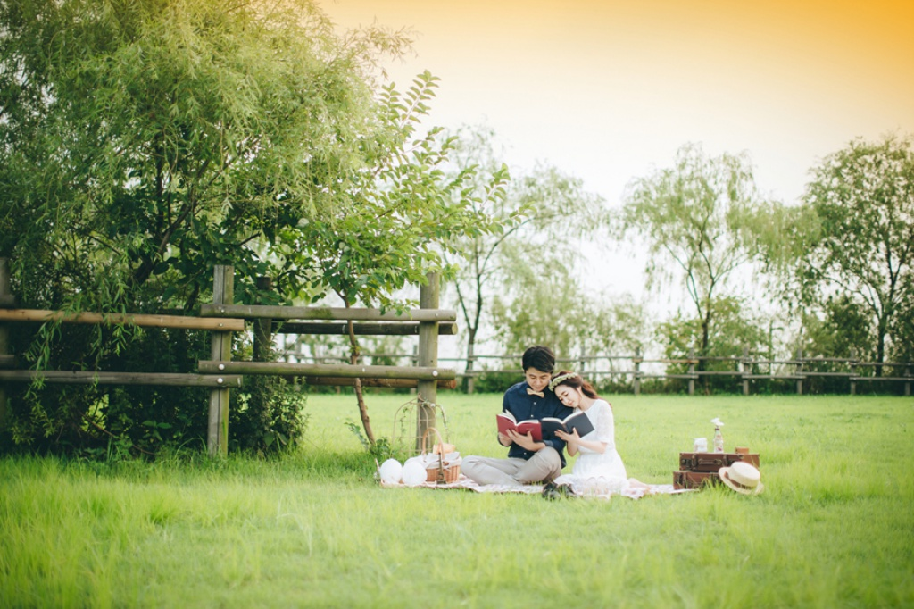 Korea Couple Pre-Wedding Photoshoot At Noeul Park, Seoul by Jungyeol on OneThreeOneFour 21