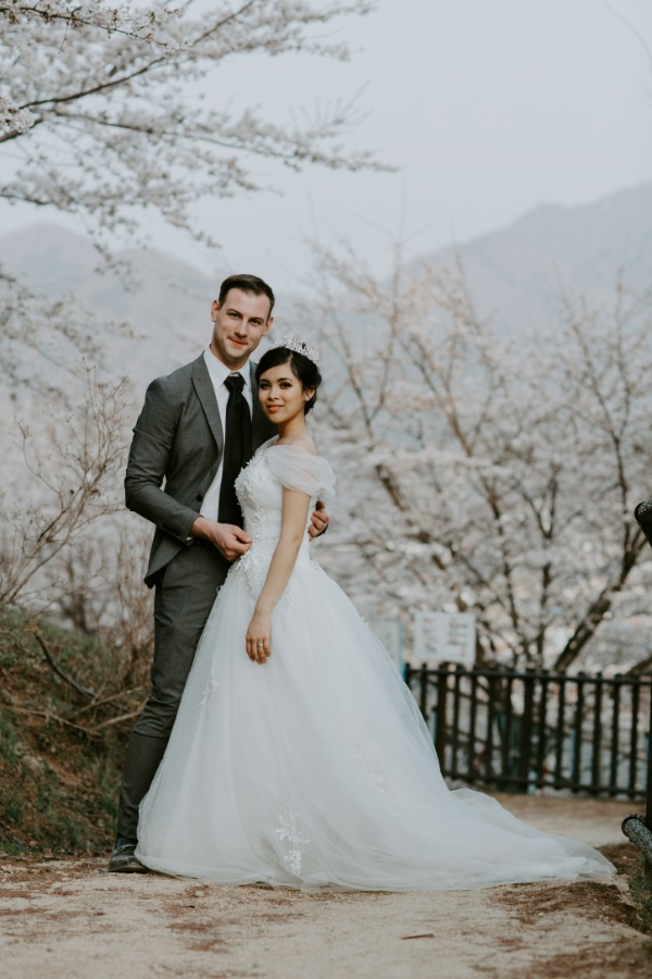 I&D: Sakura Pre-Wedding Photography at Mt Fuji in Spring Season by Jin on OneThreeOneFour 22