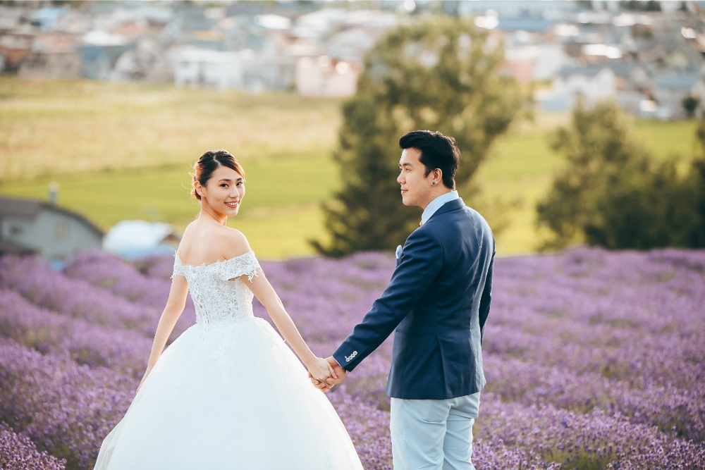 Hokkaido Pre-Wedding Photographer: Summer Photoshoot At Shikisai No Oka Alpaca Farm And Hinode Park Lavender Field by Kouta on OneThreeOneFour 27
