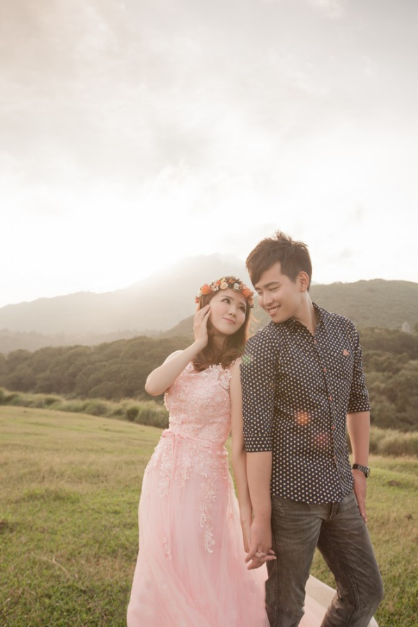 Taiwan Pre-Wedding Photoshoot At Yangmingshan  by Bella  on OneThreeOneFour 17