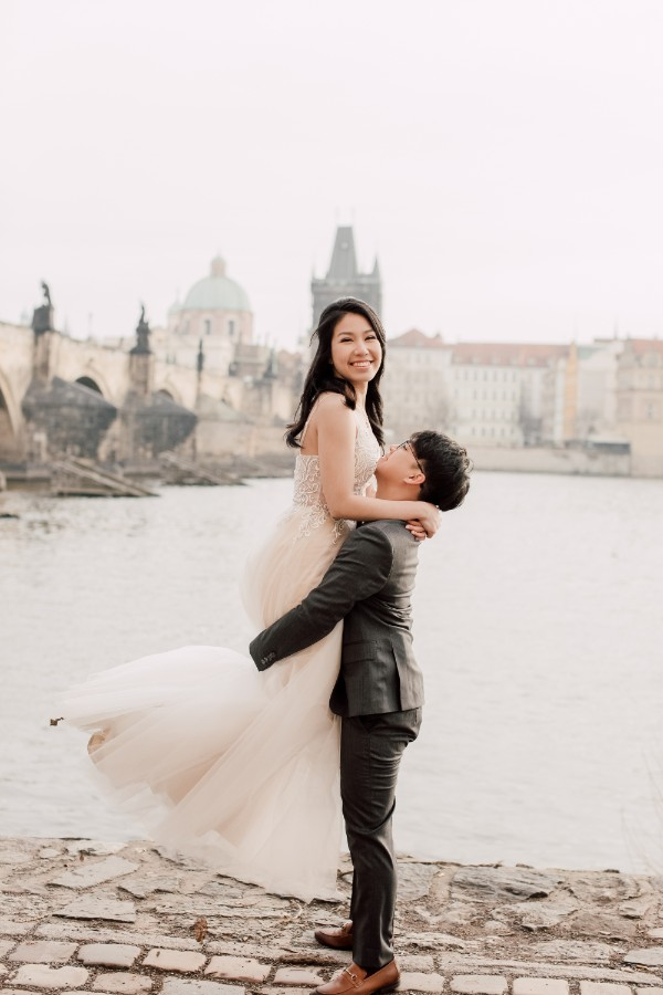 J&J: Prague Pre-wedding Photoshoot by Nika on OneThreeOneFour 20