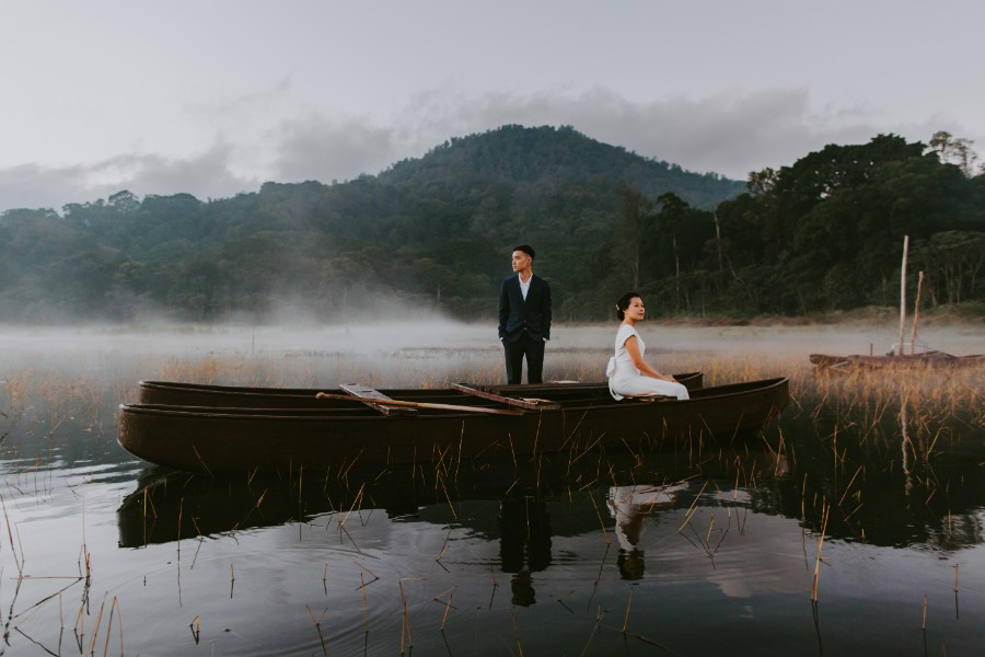 Lake Tamblingan Prewedding Photoshoot in Bali by Cahya on OneThreeOneFour 1