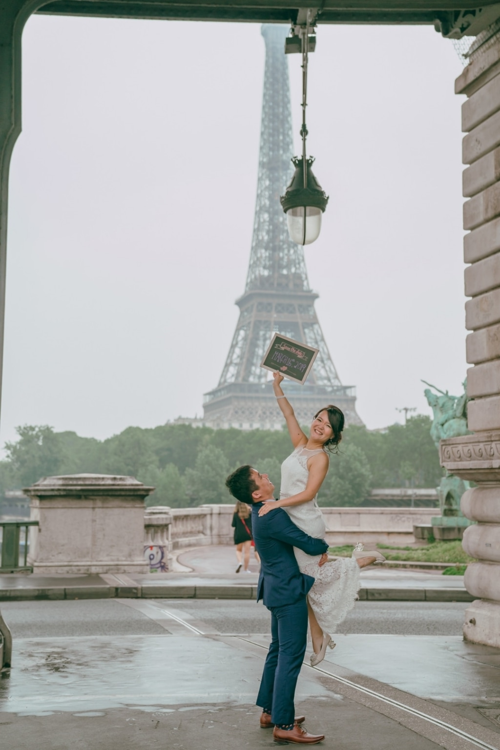 Paris Pre-wedding Photos At Chateau de Sceaux, Eiffel Tower, Louvre Night Shoot by Son on OneThreeOneFour 24