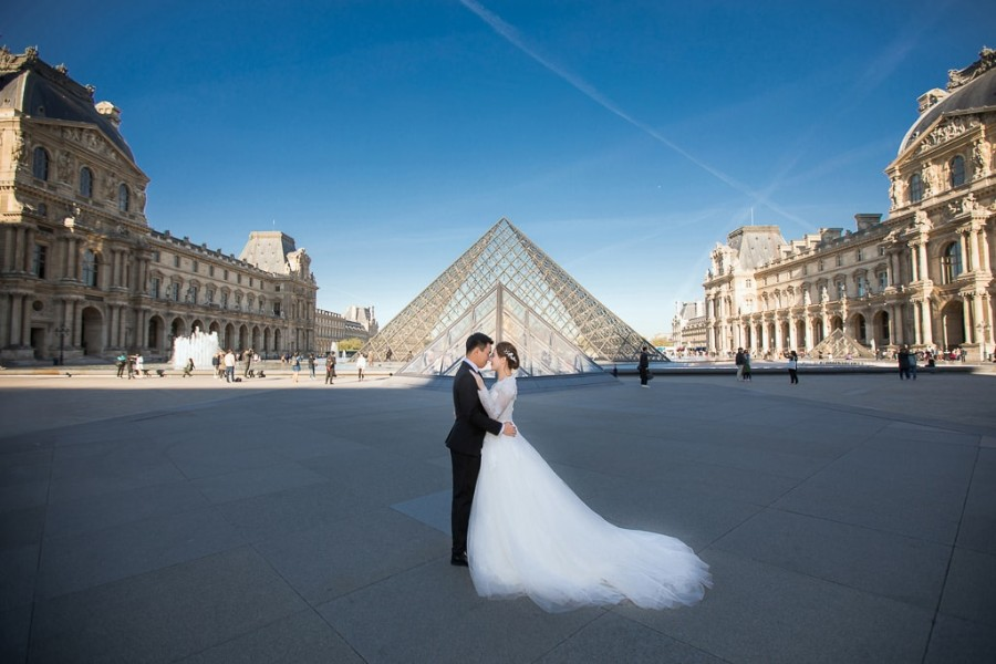 R&J: Paris Pre-Wedding Photoshoot At The Eiffel Tower, Louvre and Tuileries Garden  by Yao on OneThreeOneFour 18
