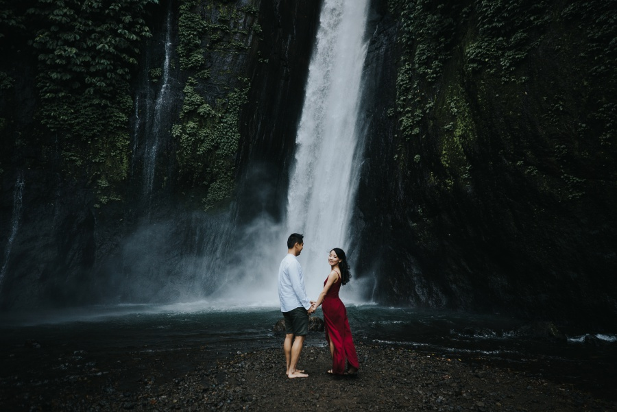 Bali Pre-Wedding Photoshoot At Lake Tamblingan, Munduk Waterfall and Tegal Wangi Beach by Hery  on OneThreeOneFour 6