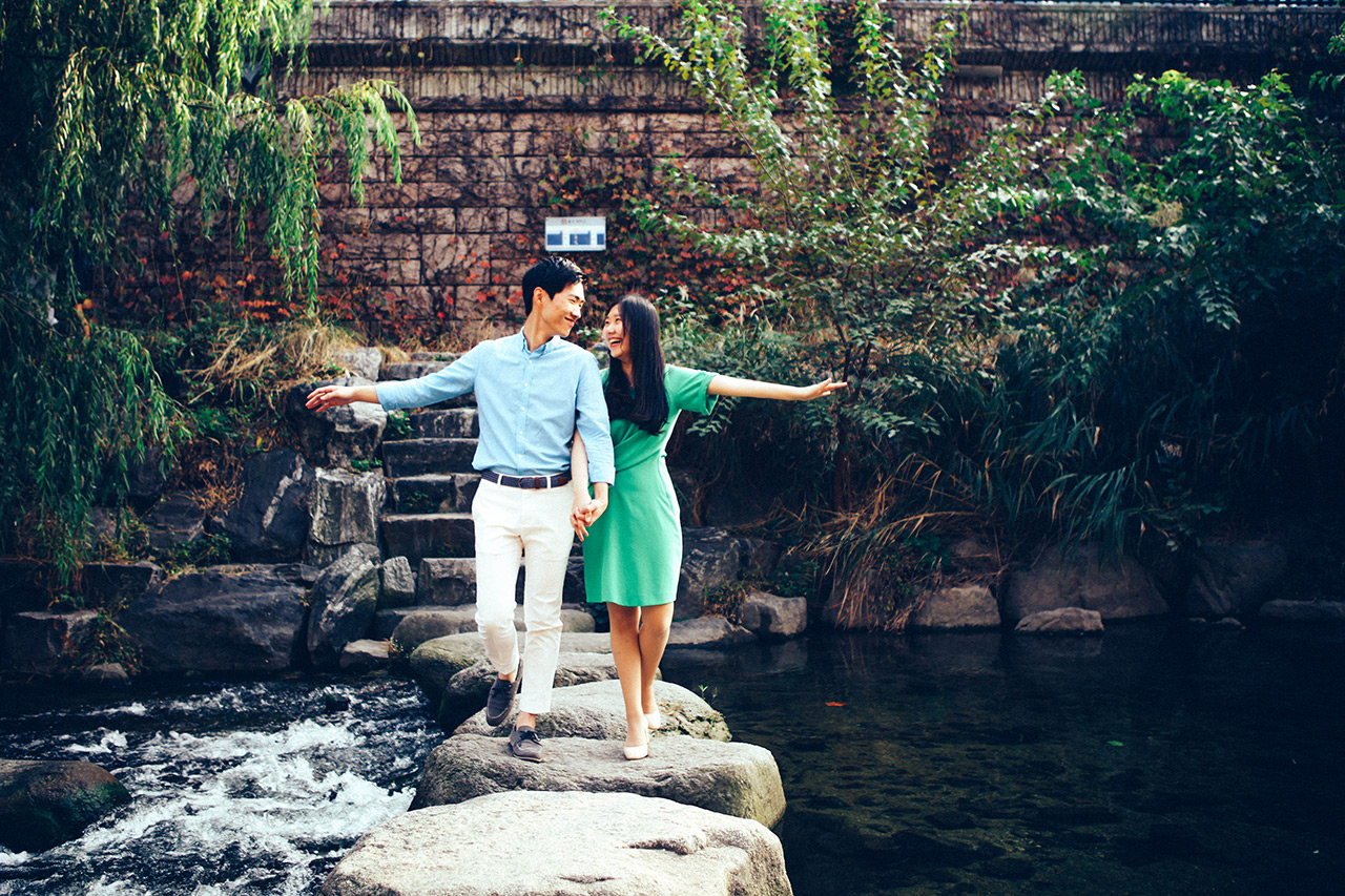 Korea Engagement Photography Date Snap in Seoul City by Beom Soo on OneThreeOneFour 7