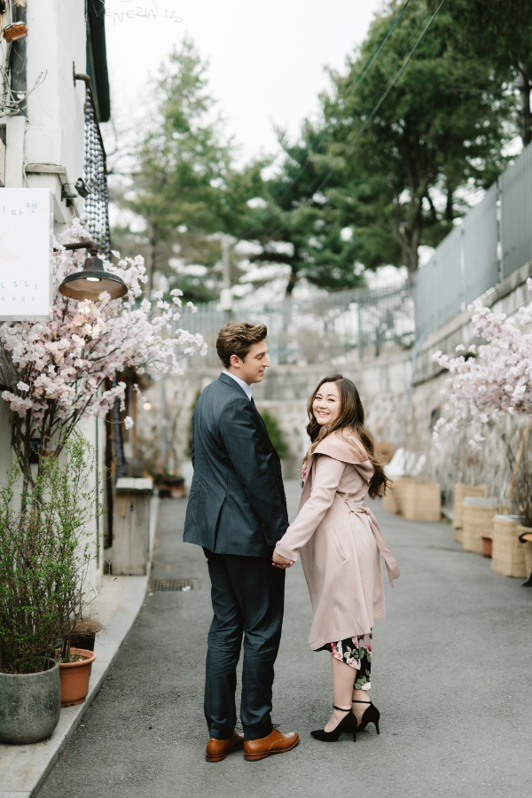 T&S: US Couple's Casual Photoshoot in Korea at National Folk Museum and Bukchon Hanok Village by Jungyeol on OneThreeOneFour 15