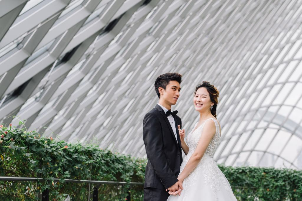 Singapore Pre-Wedding Photoshoot At Gardens By The Bay And Marina Bay Area by Cheng on OneThreeOneFour 5