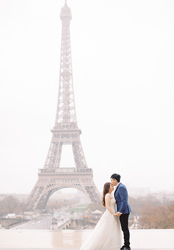 Paris Outdoor Pre-Wedding Photoshoot At Eiffel Tower, Place Vendōme, the Louvre, Galerie Vivienne and Notre-Dame