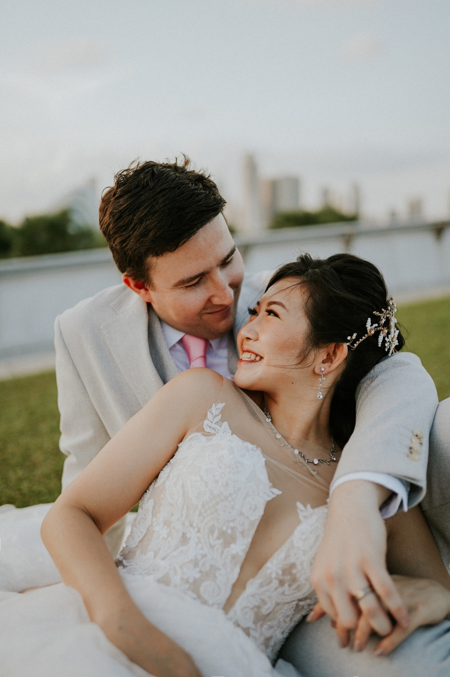 Singapore Outdoor Pre-Wedding At Fort Canning, Marina Barrage and Marina Bay Night Photoshoot by Charles on OneThreeOneFour 17