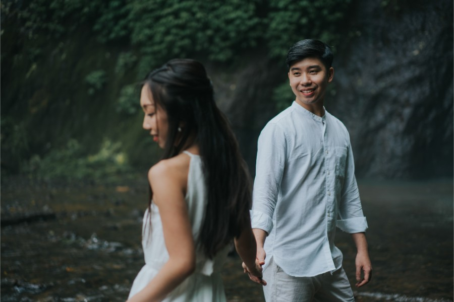 J&M: Bali Sunset Beach Pre-wedding Photoshoot by Hery on OneThreeOneFour 17